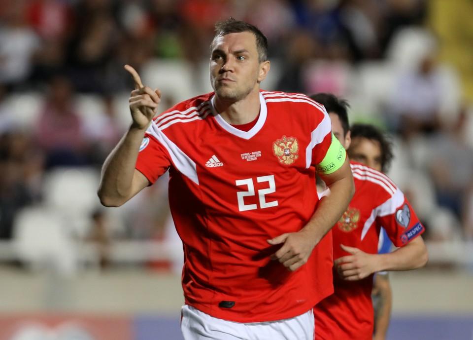 Капитан сборной России по футболу Артем Дзюба забил Кипру.