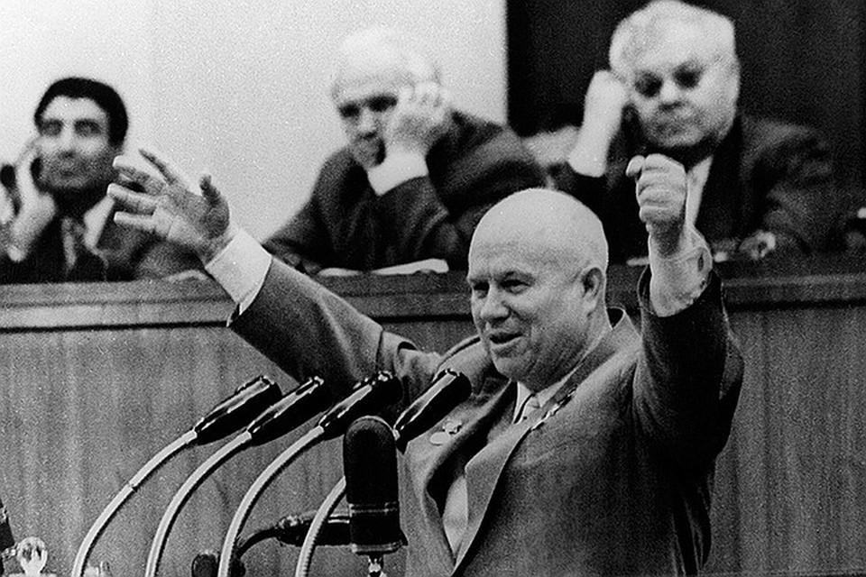 Хрущев – со всем своим потрясающим позерством, невежеством и самодурством – стал своего рода коммунистическим императором Нероном