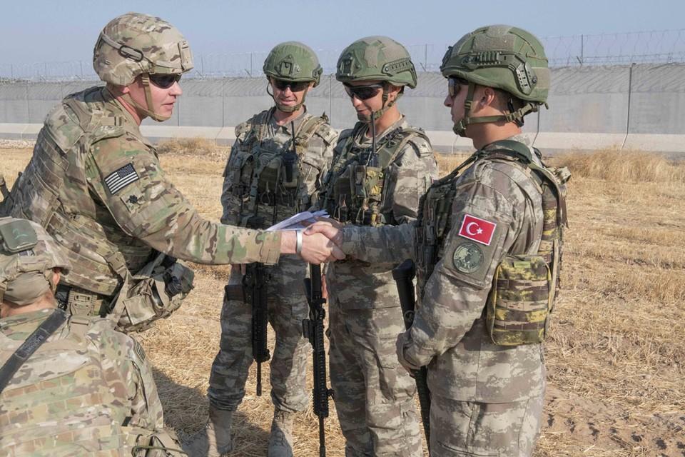 Похоже, ситуация с «выходом и входом» американцев и турок в Сирии — часть некой глобальной договорённости между Вашингтоном, Анкарой и, вероятно, Россией.