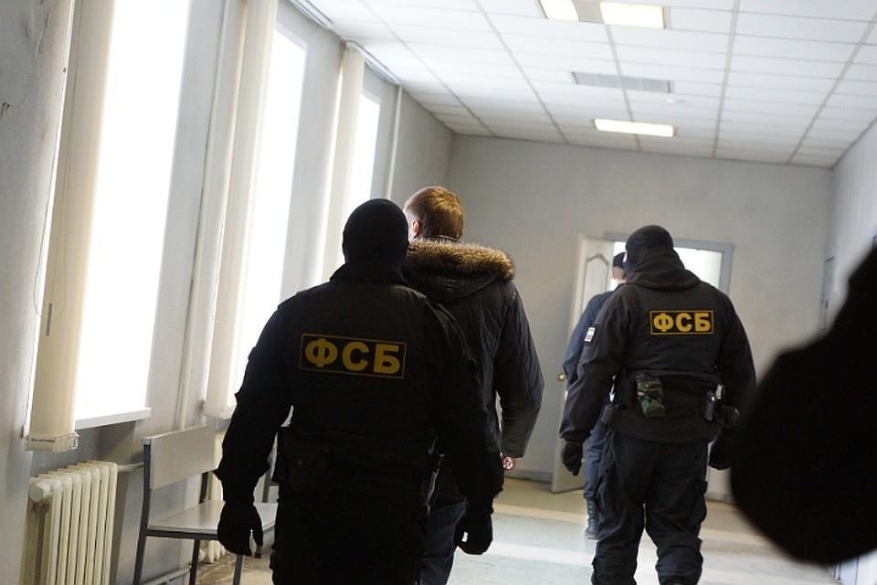 В первом чтении принят законопроект об ограничении на выезд за границу экс-сотрудникам ФСБ