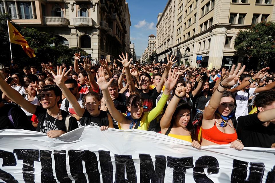 Сторонники независимости региона протестуют против приговора, вынесенного испанским судом лидерам сепаратистов