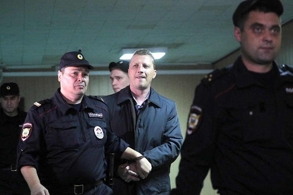 Начальника полиции подполковника Дмитрия Смирнова отправили под стражу на 2 месяца. Фото: Сергей Савостьянов/ТАСС
