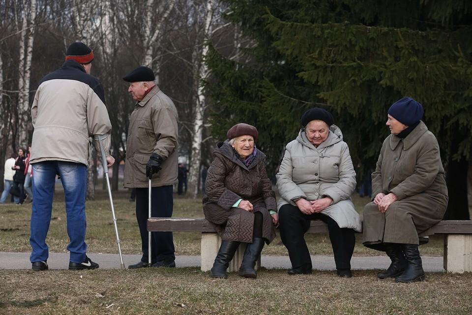 """Если страхового стажа человеку не хватает, он попадет в """"пенсионную ловушку"""" и будет получать только социальную пенсию."""