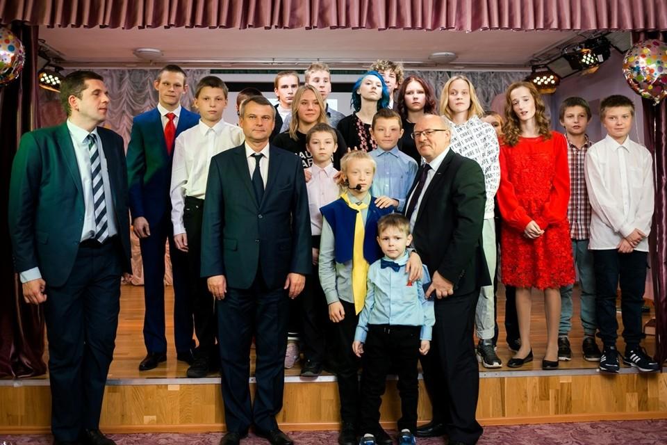 Подопечные Центра содействия семейному воспитанию №8 выступили перед гостями и педагогами с творческим представлением. ФОТО: Предоставлено пресс-службой компании «Газпром переработка»