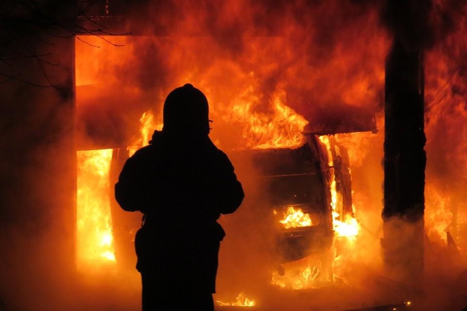 Загорелся резиносмеситель, ожоги получил работник. Фотоиллюстрация: МЧС.