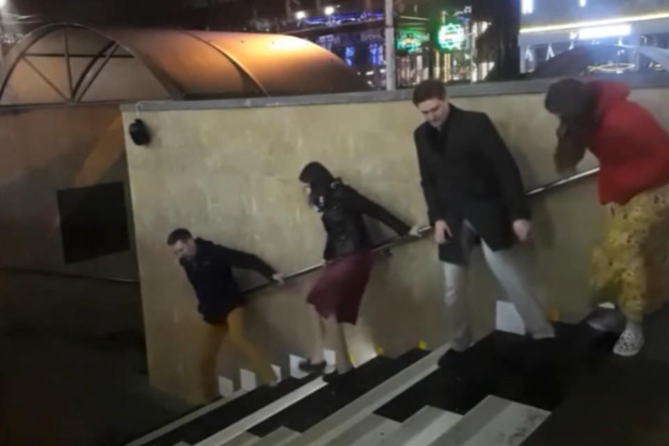 В Ставрополе впервые сыграли полноценную песню на лестнице-пианино