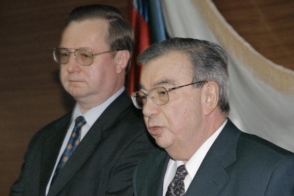 Евгений Примаков (справа) и Сергей Степашин. 1998 год