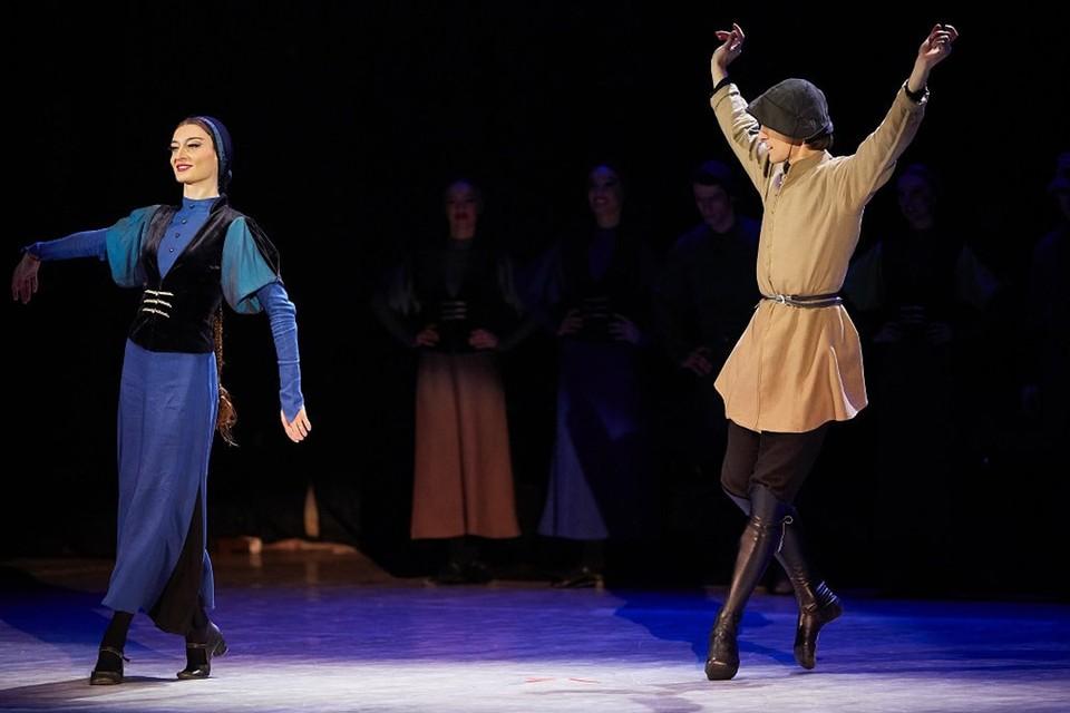 «Вот так надо относиться к женщинам!» Что увидели белорусы в выступлении грузинских танцоров