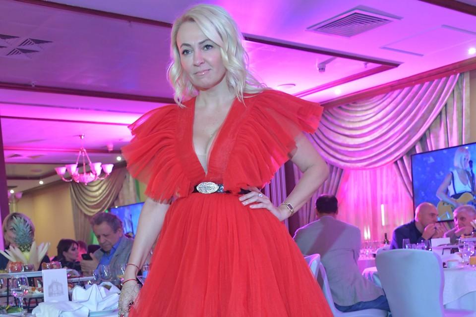 Яна Рудковская, помимо партнёрства с Биланом, занимается группой «Градусы».