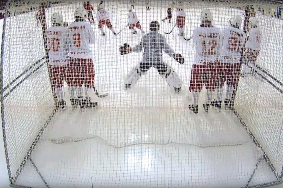 В первом домашнем матче чемпионата России по хоккею с мячом хабаровский «СКА-Нефтяник» разгромил «Уральский Трубник»