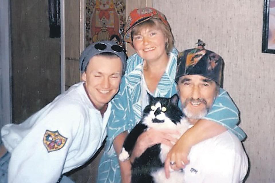 Игорь с родителями, Светланой Сориной и Владимиром Райбергом. Фото: vk.com