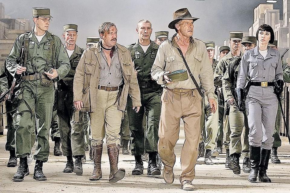 Игорь Жижикин (слева) в «Индиане Джонсе» старался не отставать от Харрисона Форда и Кейт Бланшетт. Кадр из фильма «Индиана Джонс и Королевство хрустального черепа» (2008)