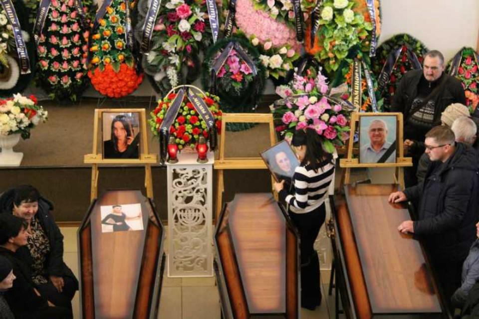 В Биробиджане простились с пятью погибшими в автокатастрофе
