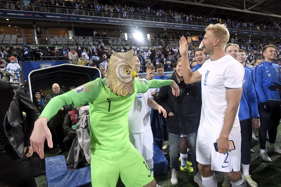 Футболисты сборной Финляндии эпично отпраздновали выход на Евро-2020 прямо на стадионе.