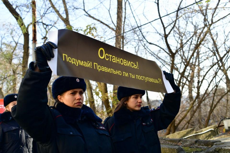 Шествие, посвященное Дню памяти жертв ДТП. Фото: пресс – служба ОГИБДД УМВД России по Владивостоку