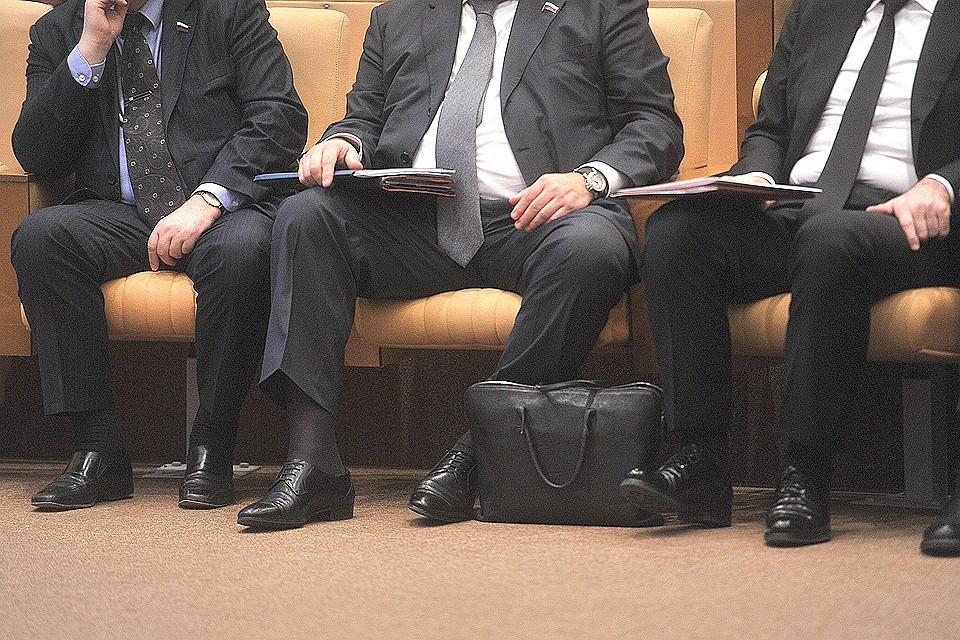 Изменения предполагают и смягчение наказания для тех депутатов, которые предоставляют неверные сведения о доходах