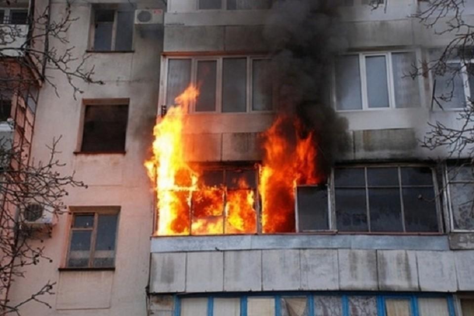 С эвакуацией и тушением пожара спасатели справились за 50 минут. Фото: ugpressa.ru