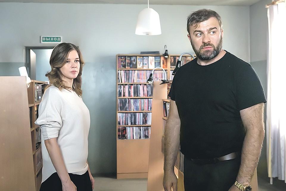 Михаил Пореченков и Екатерина Шпица в сериале «Полярный». Фото: Кадр из фильма