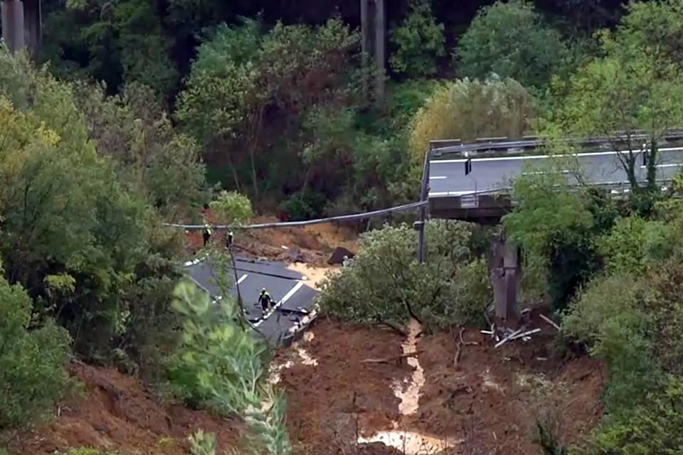 Хорошо, что из-за плохой погоды и выходного дня было мало машин, жертв удалось избежать.
