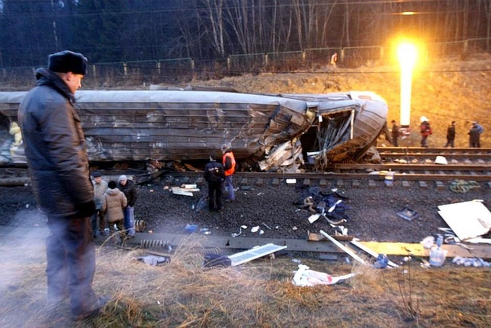 Из-за взрыва вагону сошли с рельсов