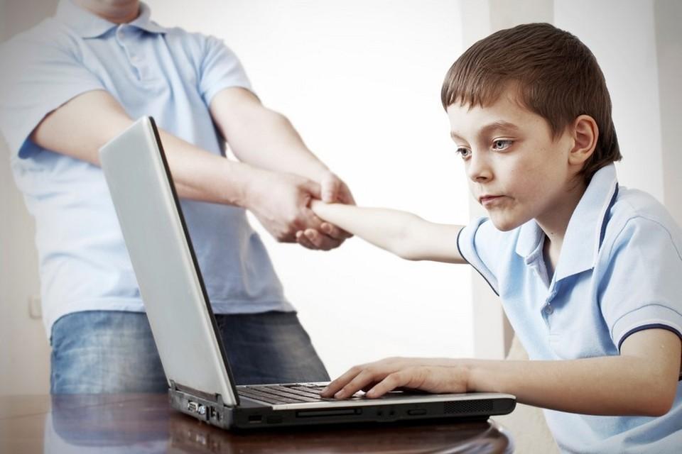 Каждому второму школьнику в соцсетях приходили приглашения дружить от незнакомых людей.