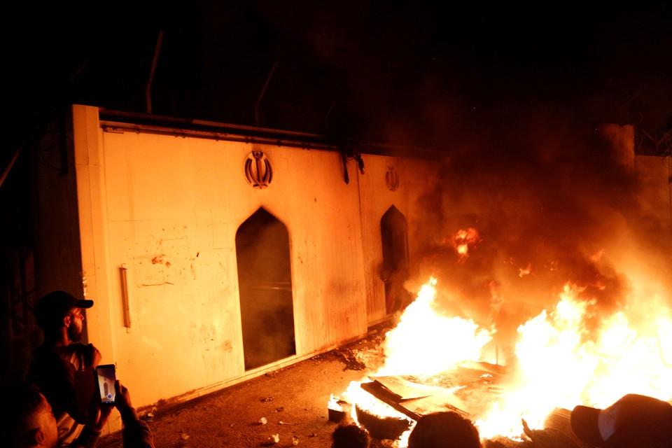 Силовики вывели сотрудники консульства из здания