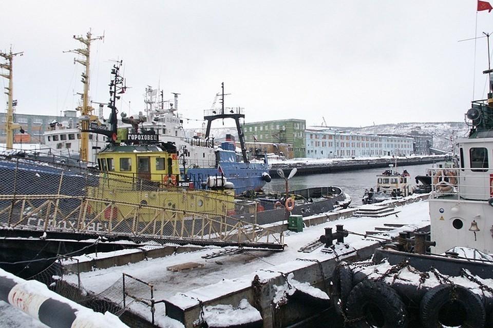 Один из интересов ФСБ в отношении Мурманского рыбного порта - история с причалами. Фото: Елена КОВАЛЕНКО