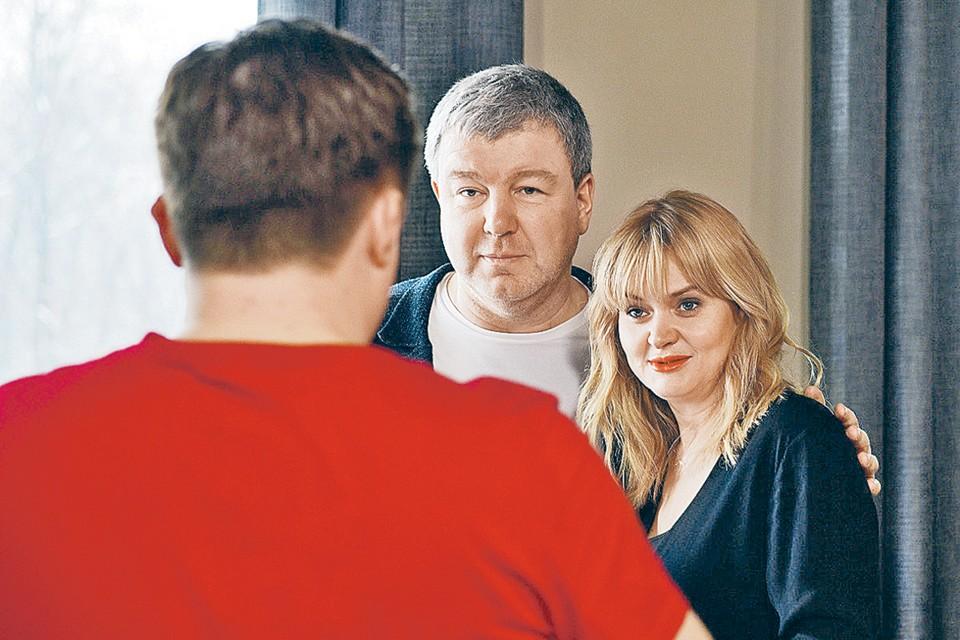 Герой Робака ради любимой (Анна Михалкова) преступает закон. Фото: Кадр из фильма