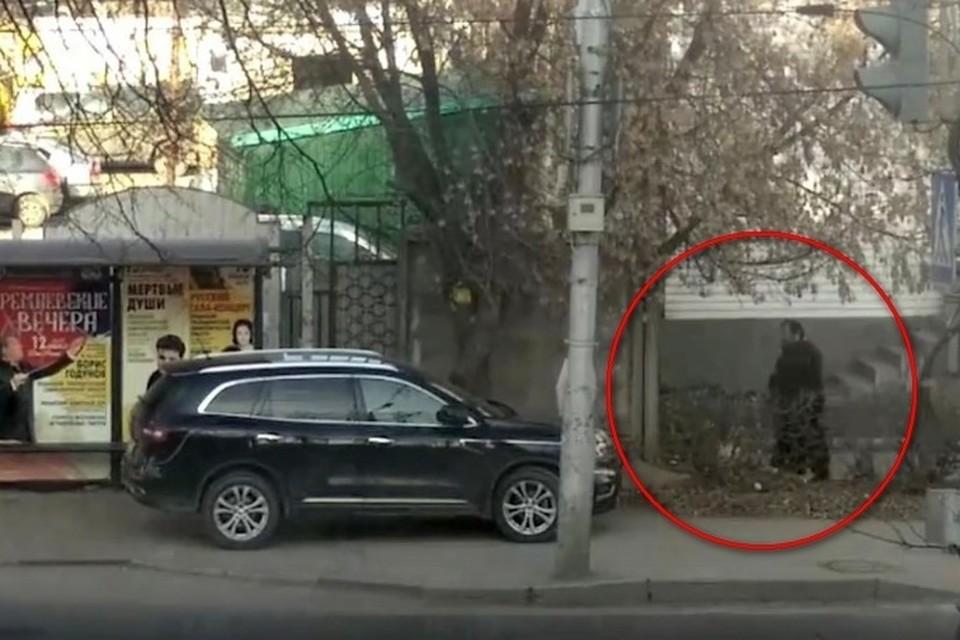 По словам отца Сергия, на тротуаре он остановился, потому что почувствовал себя плохо.Через несколько дней священник скончался.