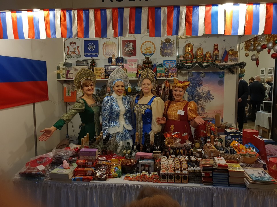 У стенда Псковской области посетителей встречали с улыбкой.