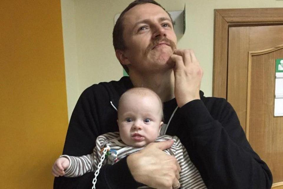 Эх, непростая доля - быть молодым отцом...