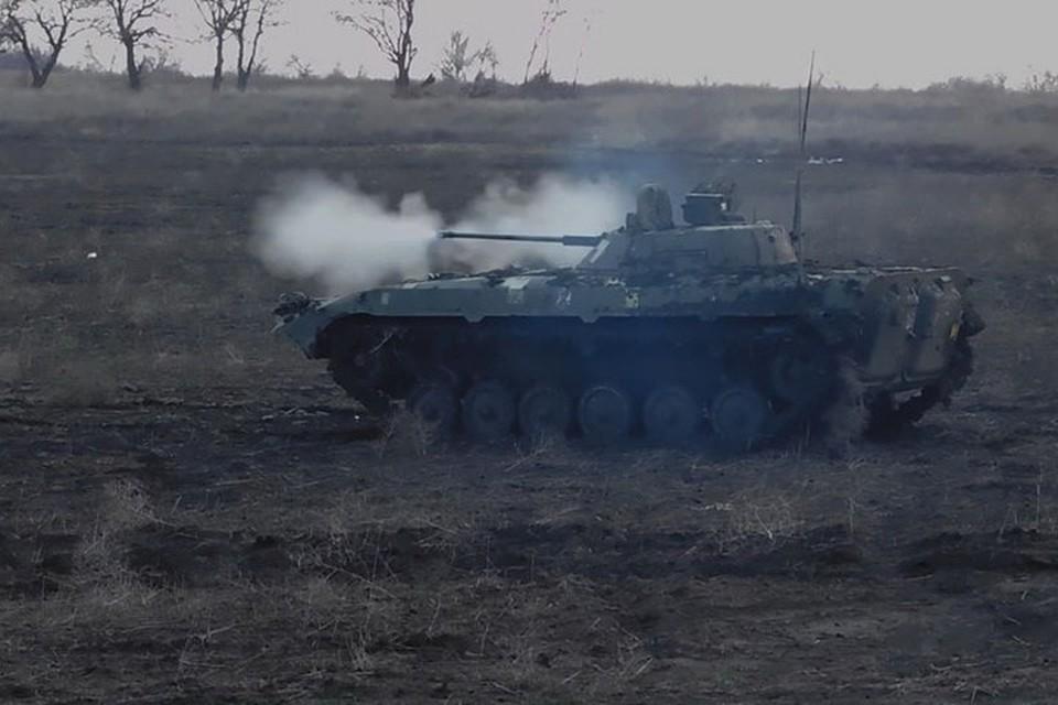 Противотанковая граната угодила в украинскую БМП, которая взорвалась. Фото: Пресс-центр штаба ООС