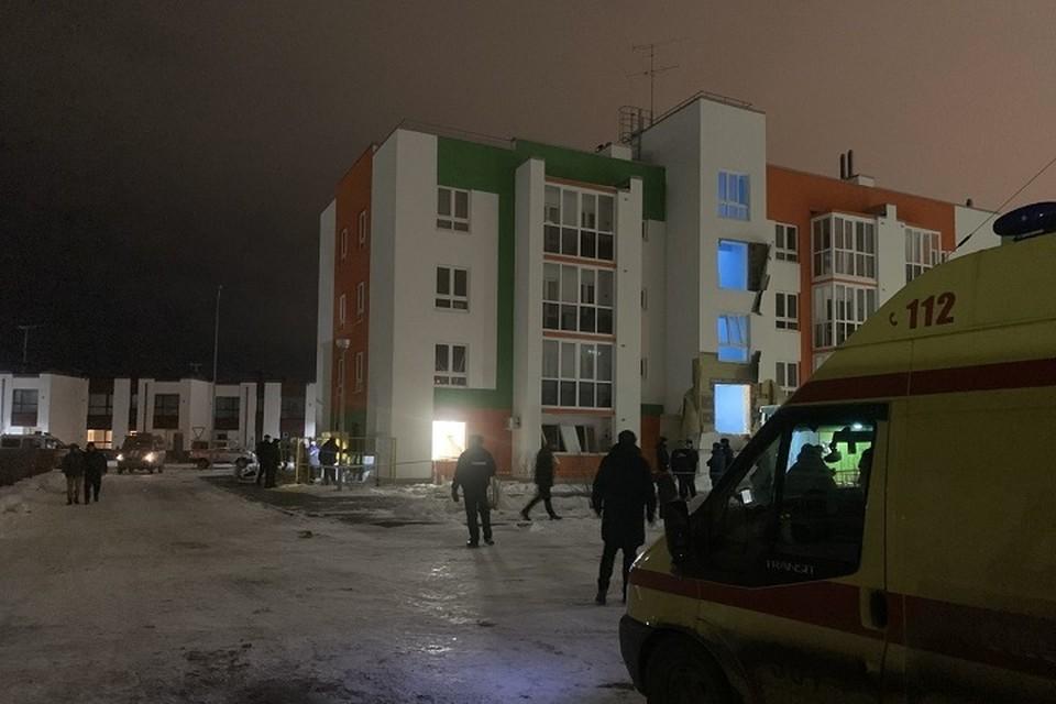 """Губернатор взял на контроль ситуацию со взрывом в многоквартирном доме в Тюмени. Фото ГБУЗ ТО """"Станция скорой медицинской помощи"""""""
