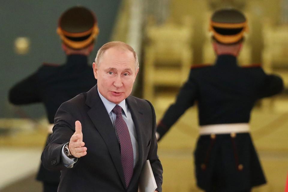 Глава государства поддержал предложение увольнять госслужащих, позволивших хамить обратившимся к ним. Фото: Валерий Шарифулин/ТАСС