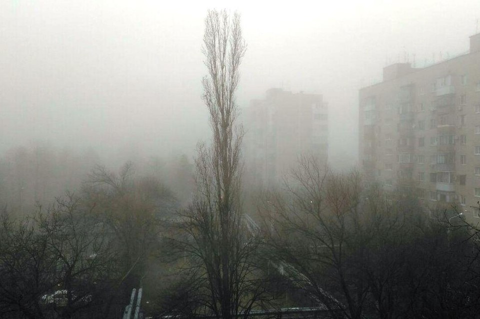 Туман окутал весь город.