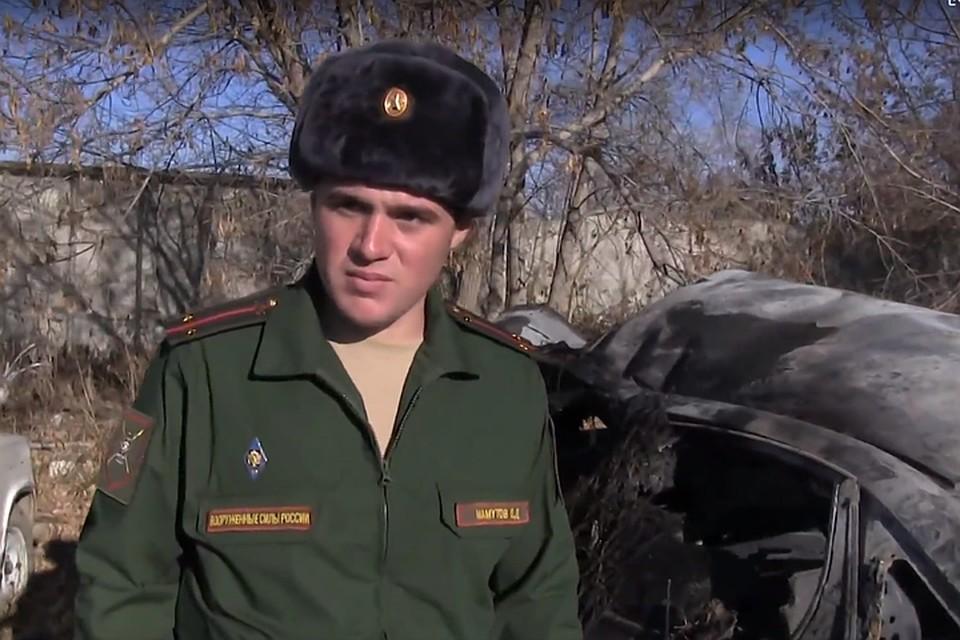 Осман Мамутов успел вытащить из машины 11-летнего мальчика. Фото: кадр видео