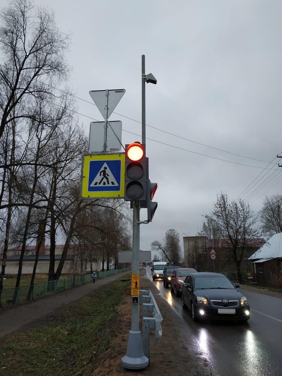 Фото: ФКУ Упрдор «Северо-Запад». Светофор установили на перекрестке центральных улиц города.