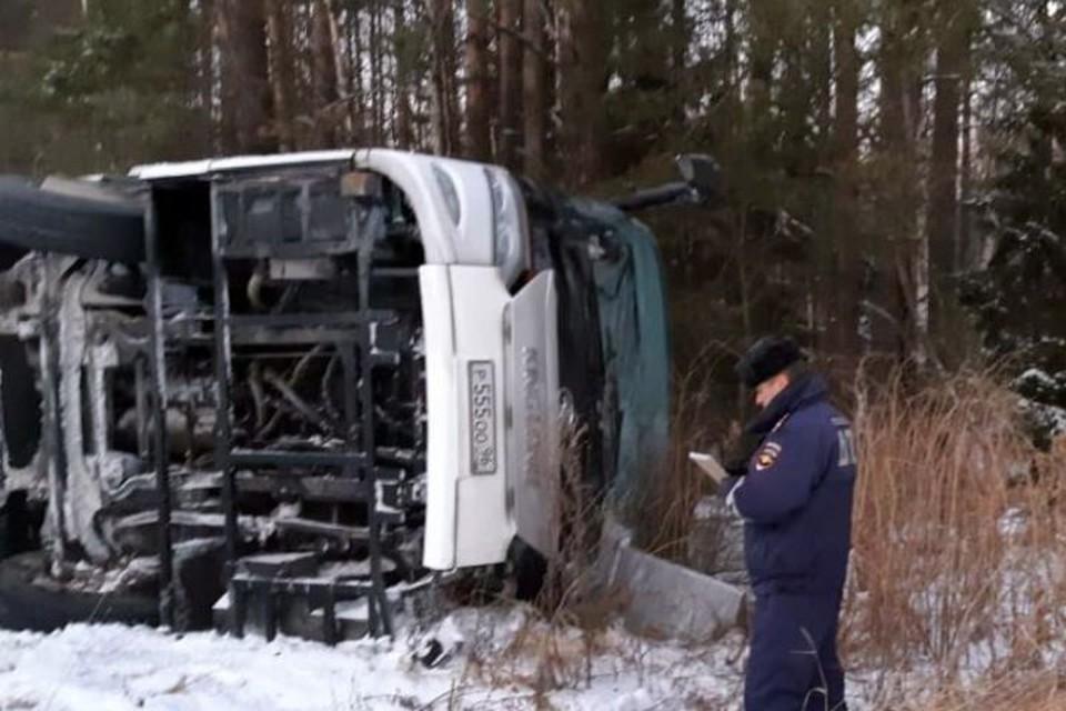 Пострадавших пассажиров доставили в больницу Бисерти. Фото: Валерий Горелых, пресс-секретарь ГУ МВД по Свердловской области
