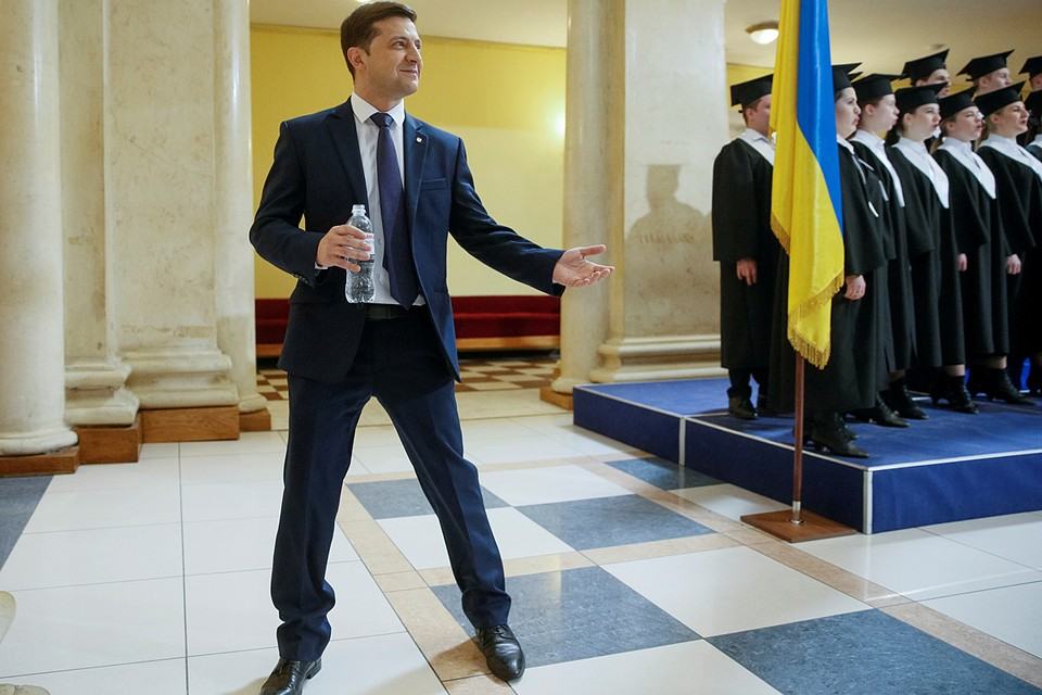 Владимир Зеленский полностью движется в русле тех самых украинских традиций последнего времени, про которые уже сложились устойчивые стереотипы - «врет, как дышит»