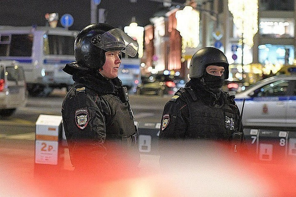 Во время и после спецоперации квартал ФСБ был оцеплен. Жертв среди гражданского населения нет.