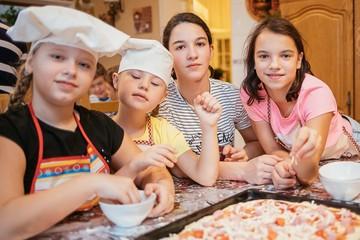 Воспитанники центров содействия семейному воспитанию приготовят новогодние блюда