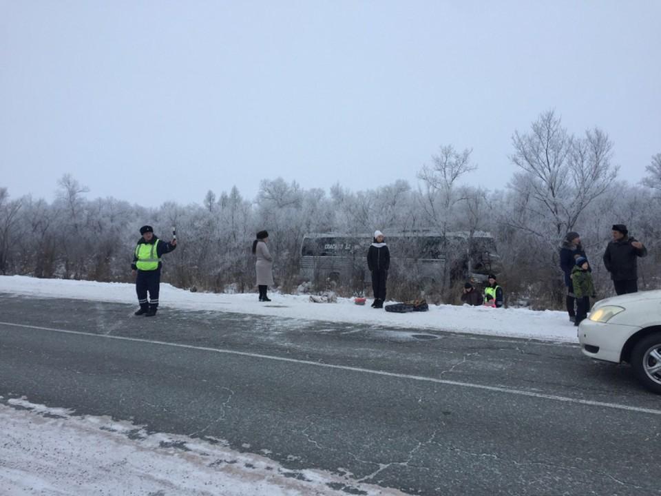 В ДТП с автобусом в Красноярском крае пострадали 10 человек. Фото: пресс-служба ГУ МВД России по региону.