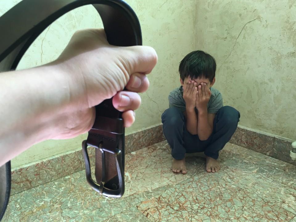Детей наказывали за то, что они брали еду без разрешения.