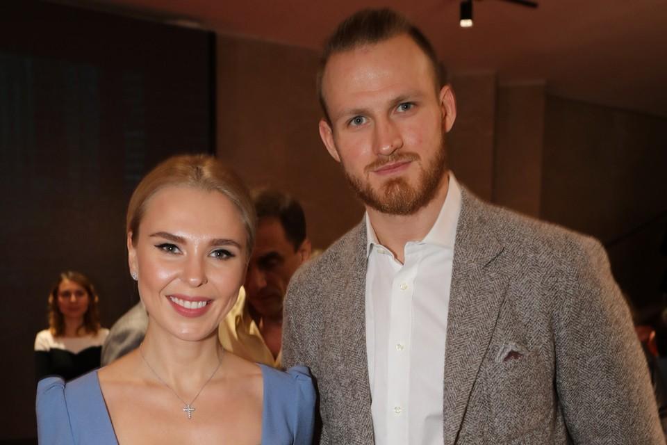 33-летняя певица Пелагея и 27-летний игрок сборной России по хоккею Иван Телегин почти полгода не живут вместе.
