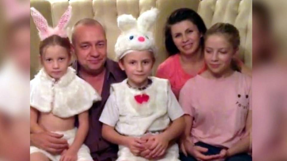 Семья из пяти человек недавно разделилась - по решению суда мать отправили в СИЗО