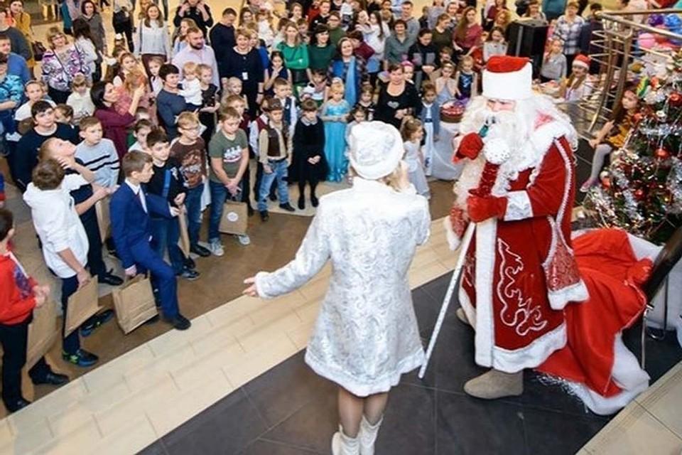 Под Новый год в Тюмени проходят утренники, корпоративы с участием Деда Мороза