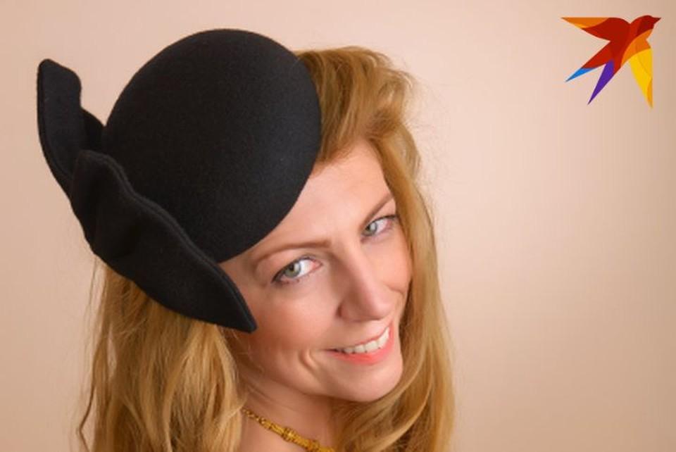 """Дизайнер Светлана Богданова (на фото): """"Каждая доказывала мне, что она - страшная"""": дизайнер шляпок из Полоцка хочет вытащить белорусок из резиновых сапог. Фото: личный архив."""