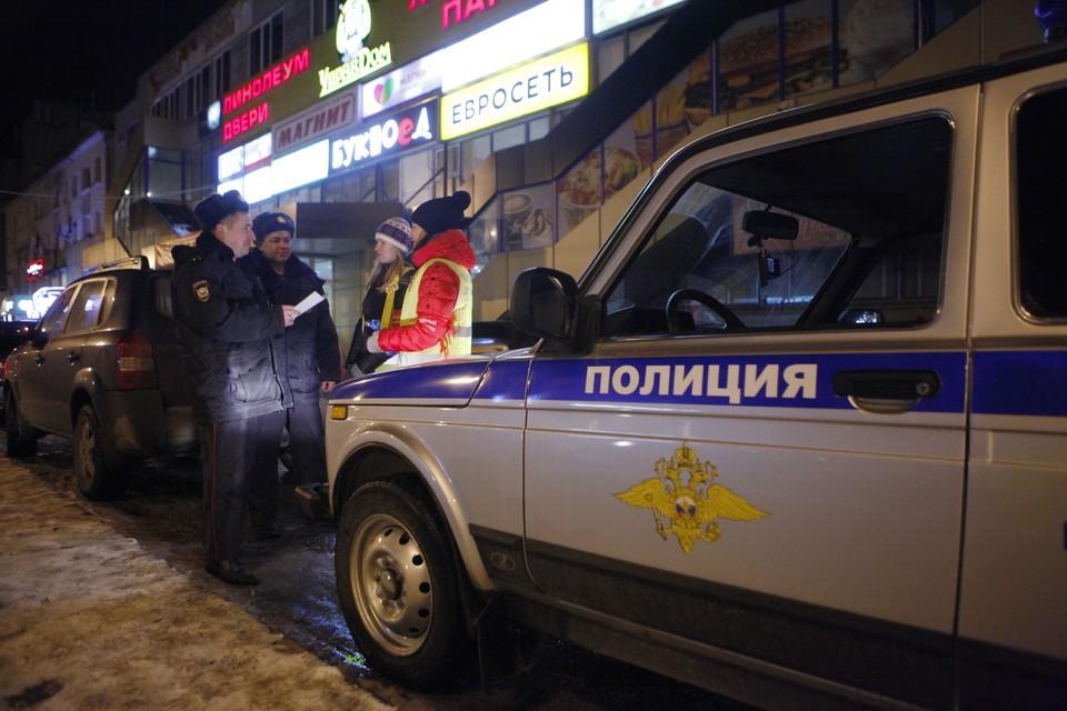 Дебоширов из кафе доставили в полицию.
