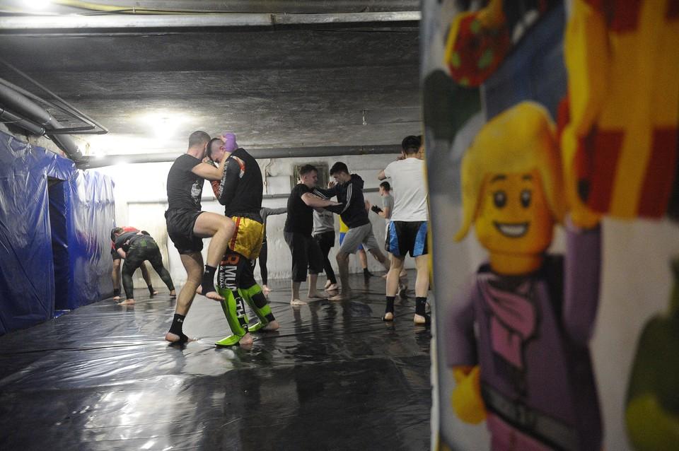 В этот бойцовский клуб приходят люди всех возрастов