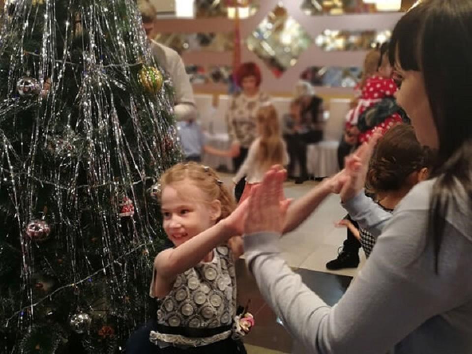 «Елка добра» исполнит новогодние желания особенных детей Мегиона. Фото администрации города.